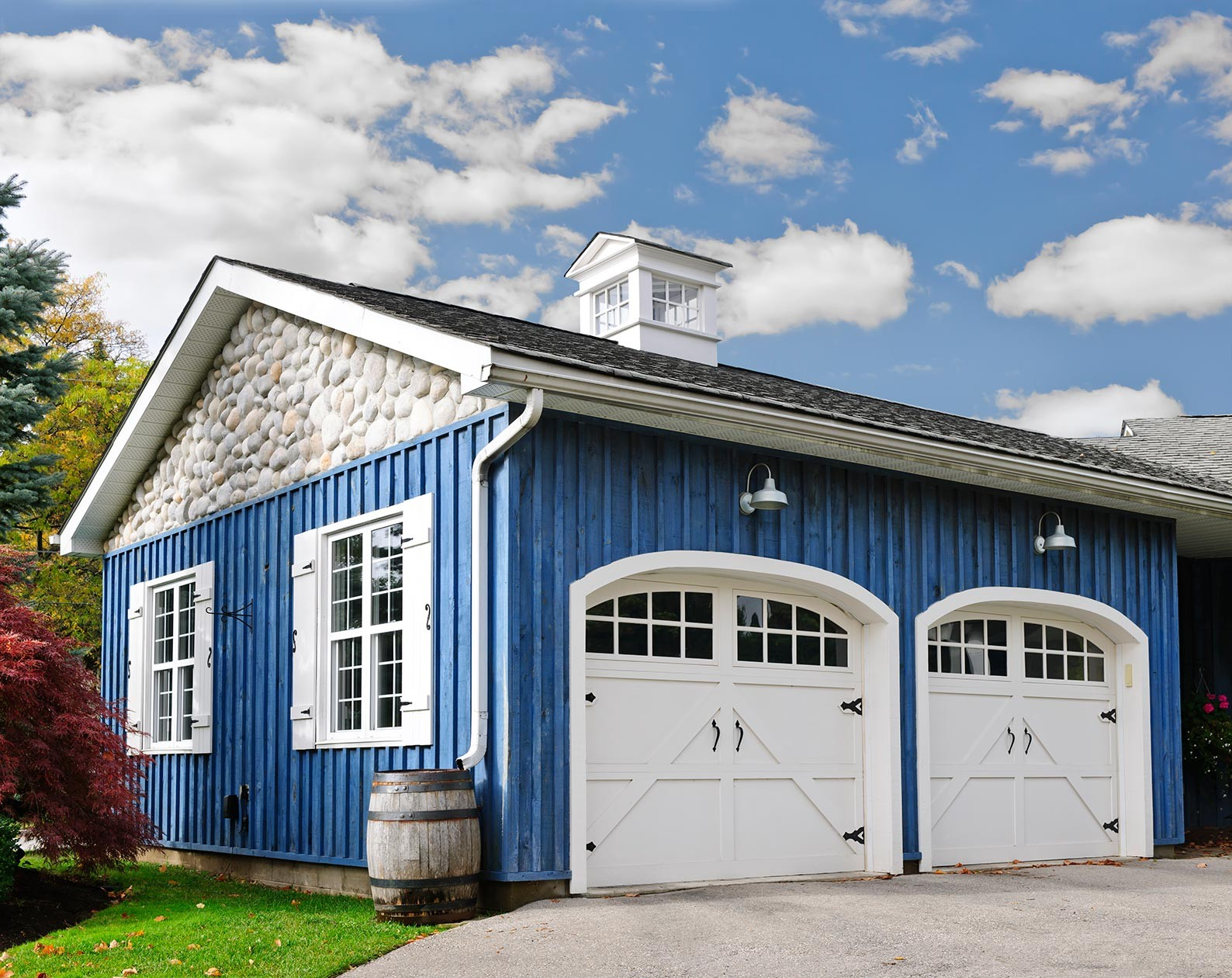 MDH Construction specializes in build detached garages for residential homes
