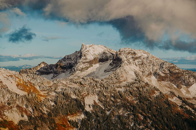 Views of the North Cascades mountains during autumn