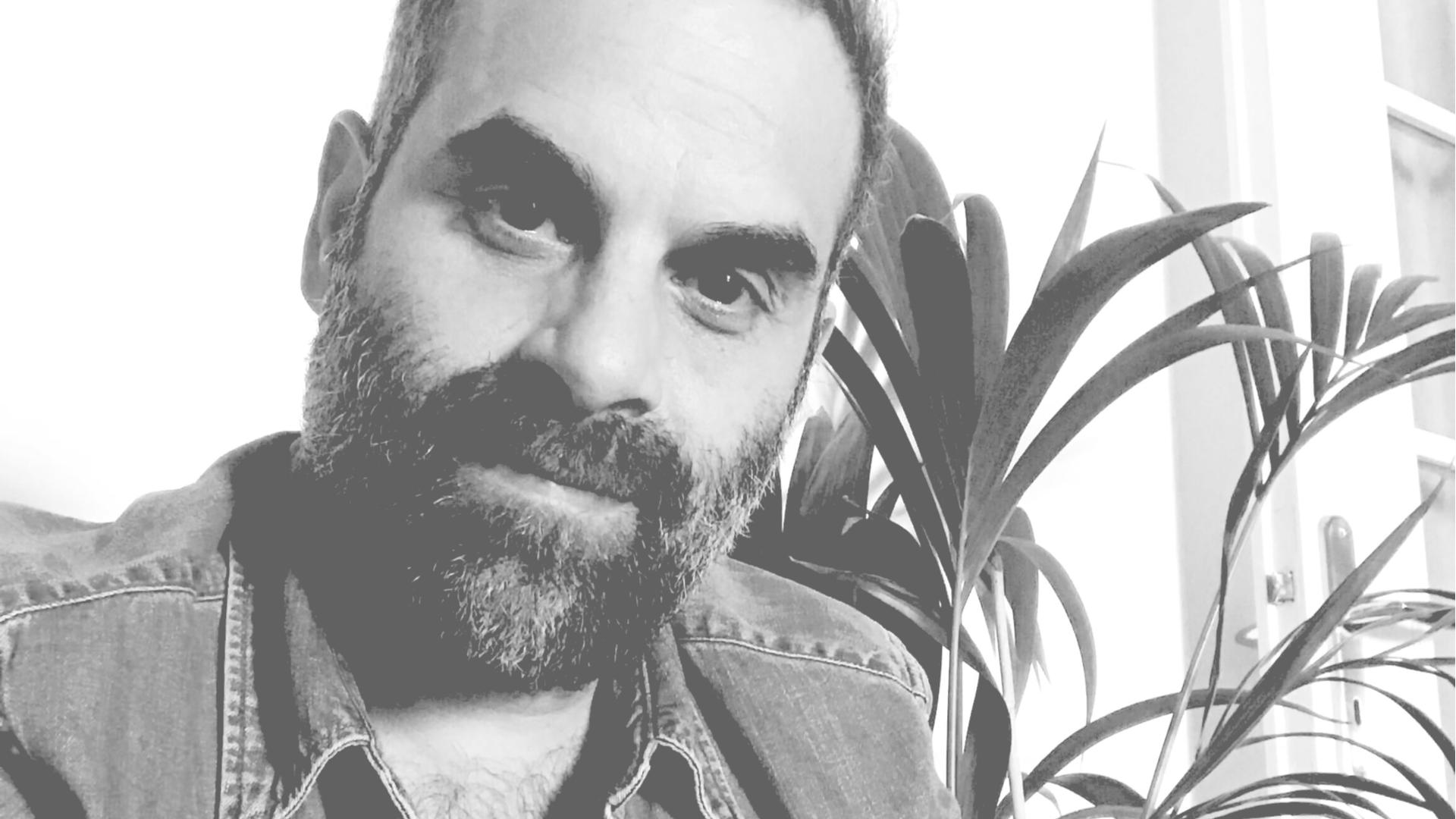Γιώργος Κρυστάλλης: o συνιδιοκτήτης των επιτυχημένων Bootleg Athens και Henhouse Athens