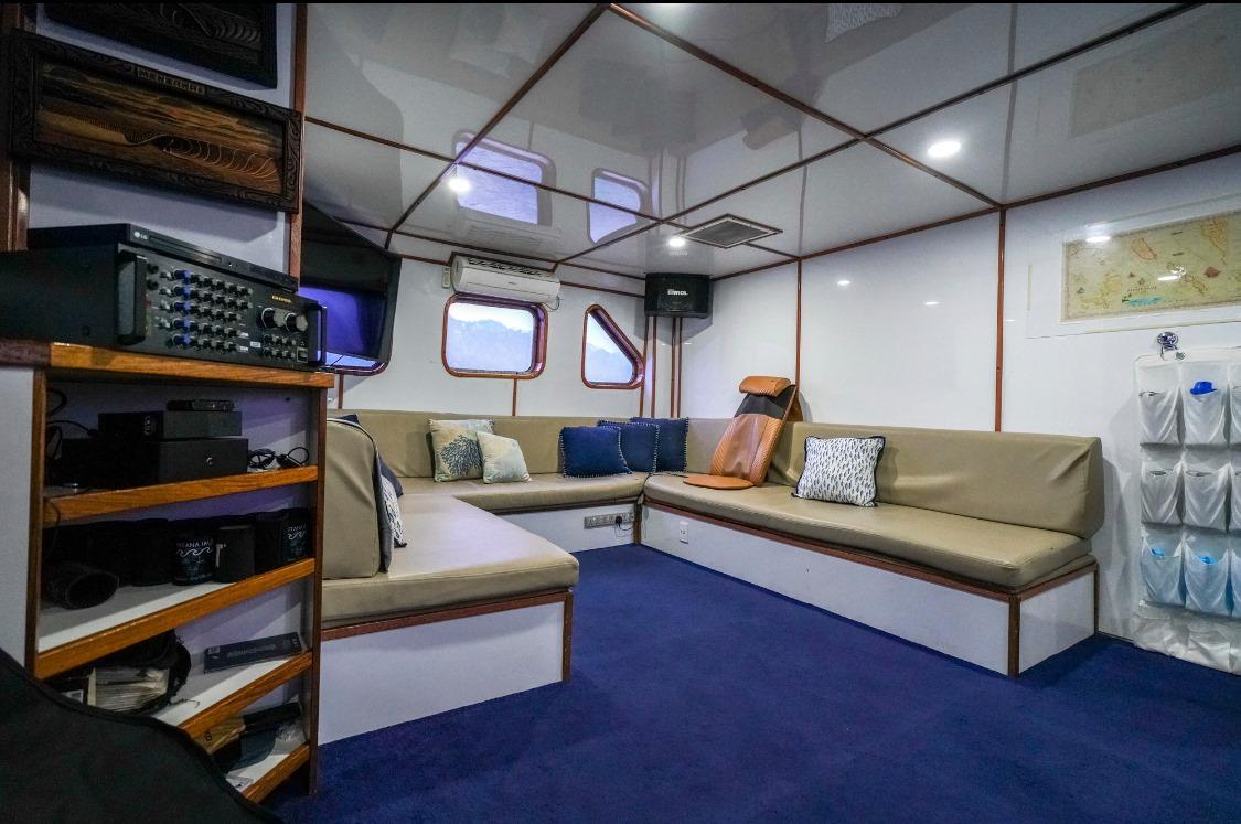 Santana Laut Surf Charter Boat Mentawai Telos Banyak Entertainment