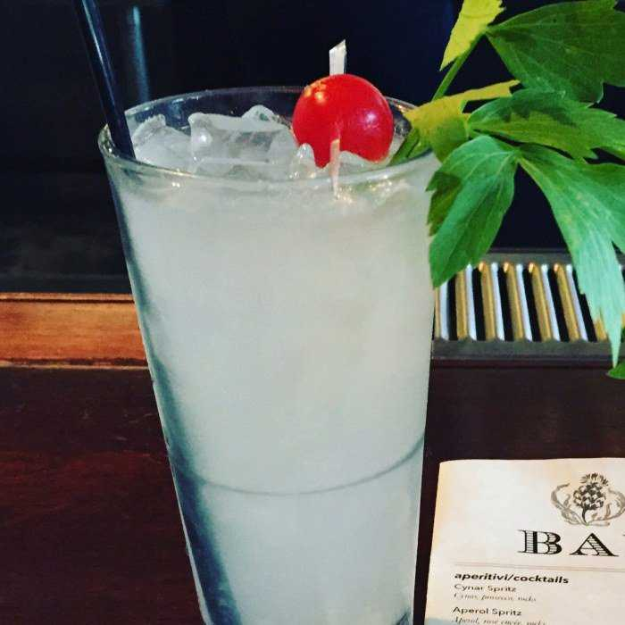 Gin Swizzle Cocktail