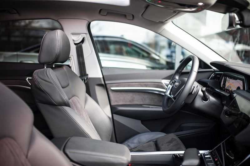 "Audi e-tron Sportback 50 Quattro S Edition *Pano / HUD / 21"" / Stad Pakket / DAB* afbeelding 2"