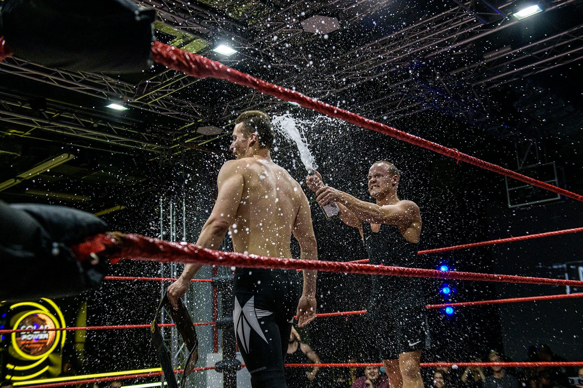 Ярослав Державин на ринге (слева). Фото: Максим Мармур