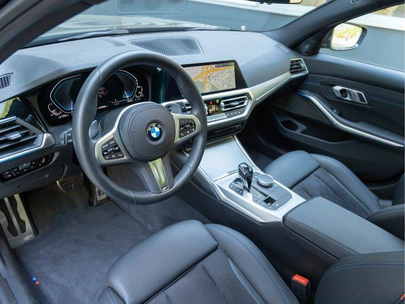 BMW 3 Serie Touring 330e xDrive M-Sport - Panorama - Active Cruise - Harman Kardon - Camera afbeelding 12