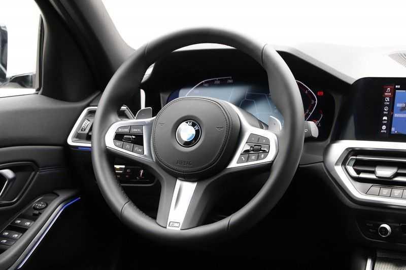 BMW 3 Serie Touring 320i Executive M Sport Aut. afbeelding 4