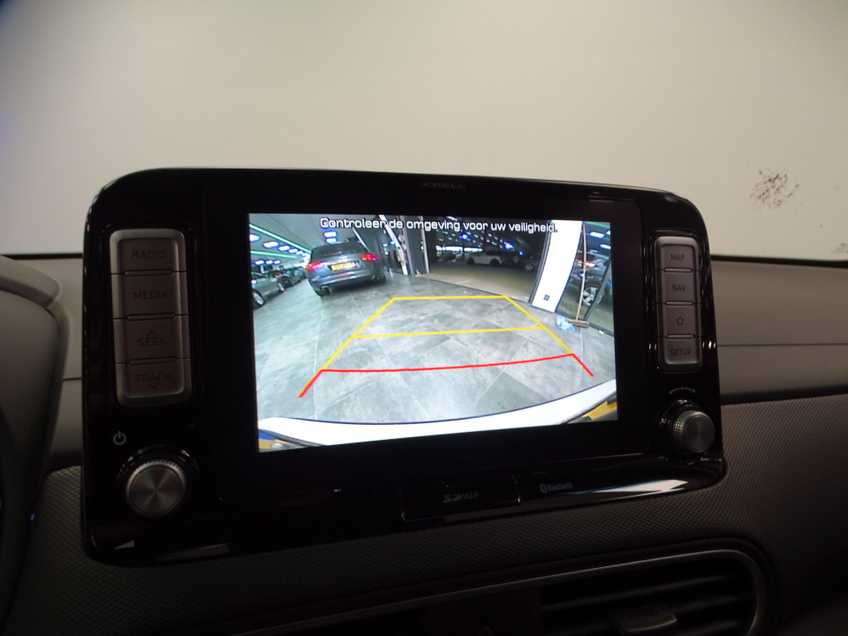Hyundai Kona EV Premium 64 kWh Ex BTW 4% Bijtelling Leder Navi HUD Clima Camera afbeelding 11