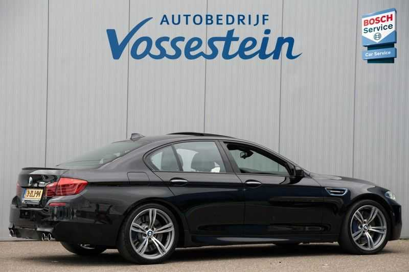 BMW 5 Serie M5 / Schuifdak / Harman Kardon / Side Assist / Head-Up / Stuurverw. / Trekhaak / Massage afbeelding 7
