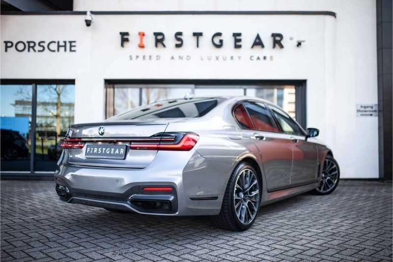 BMW 7 Serie 740d xDrive *Schuifdak / H&K / Memory / LED / ACC / Stoelventilatie* afbeelding 10