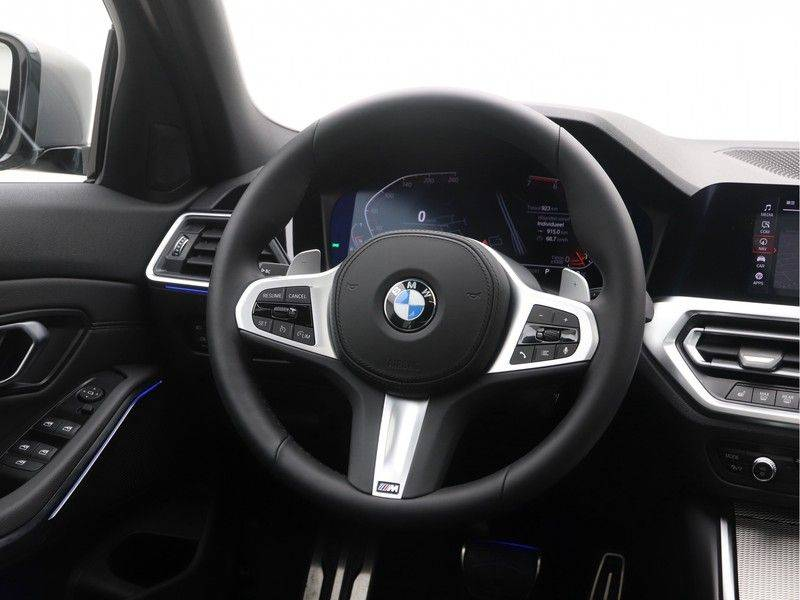 BMW 3 Serie Sedan 320i High Executive M-Sport Automaat afbeelding 2