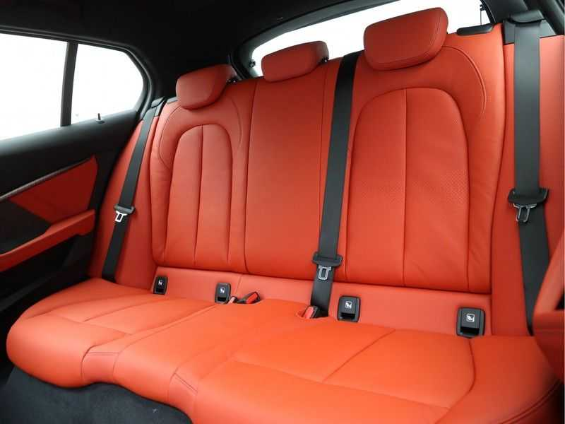 BMW 1 Serie 118i 5rds High Exe M-Sport Aut. afbeelding 12