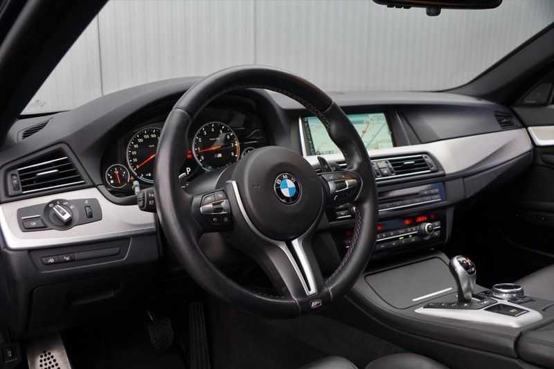 BMW 5 Serie M5 / Schuifdak / Harman Kardon / Side Assist / Head-Up / Stuurverw. / Trekhaak / Massage afbeelding 13