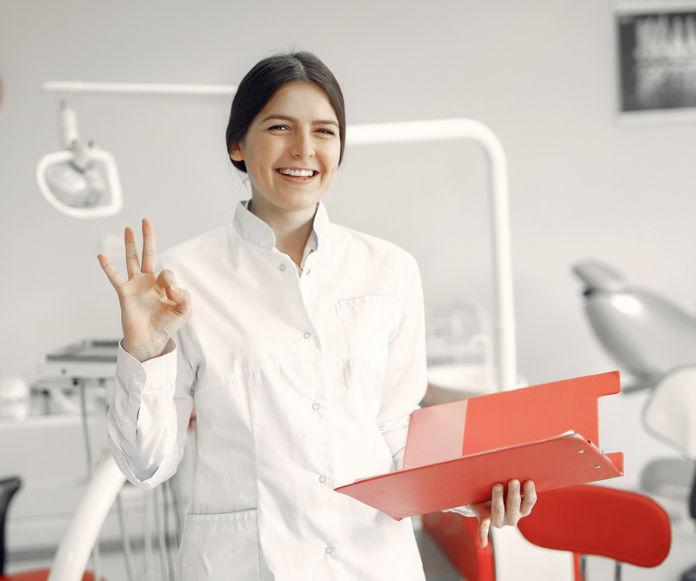Dental hygienist / Surgeon