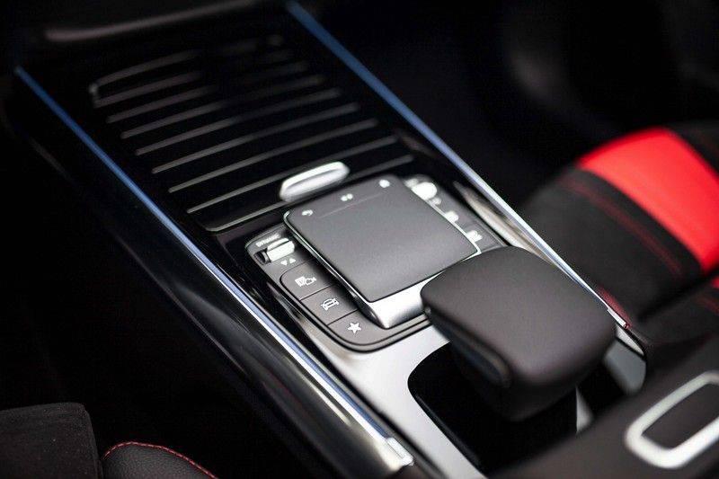 Mercedes-Benz GLA 200 AMG Line *Pano / HUD / Memorystoelen / 360 Cam / Burmester* afbeelding 23