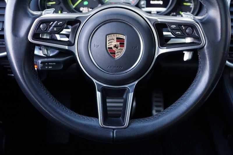 Porsche Cayenne 3.0 S E-Hybrid / Sport Chrono / Panodak / Trekhaak / Bose / Luchtvering / Sportstoelen afbeelding 19