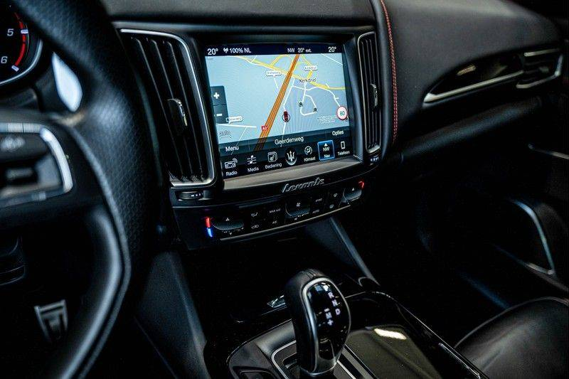 Maserati Levante 3.0 V6 D AWD | BTW | Black pack | Pano | Rood sticksel | Harman Kardon | Voertuigvolgsysteem | Nieuwe onderhoudsbeurt | afbeelding 18