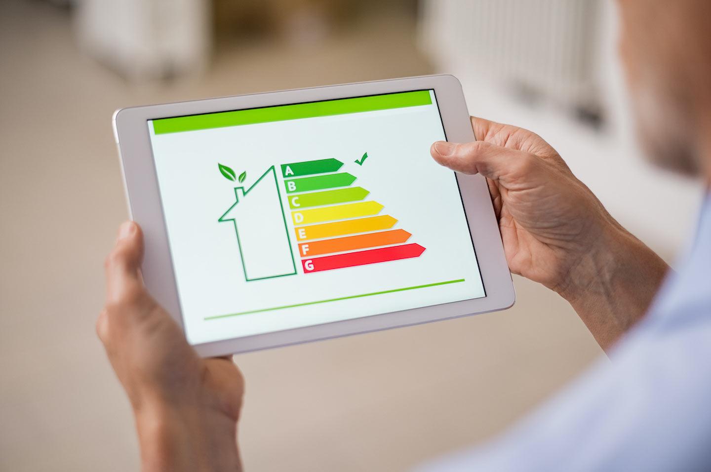 Energieeffizienzklassen Haus auf Tablet