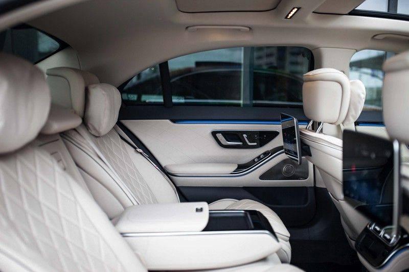 "Mercedes-Benz S-Klasse 500 4Matic Lang AMG NP €193.000 *Pano / 3D Burmester / HUD / Distronic / 21"" / 3D Display* afbeelding 8"