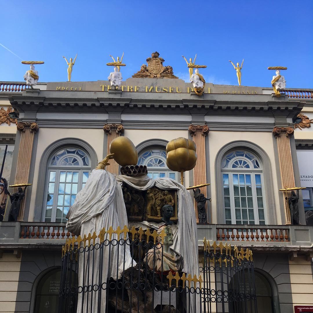 Outside the Dalí Museum entrance