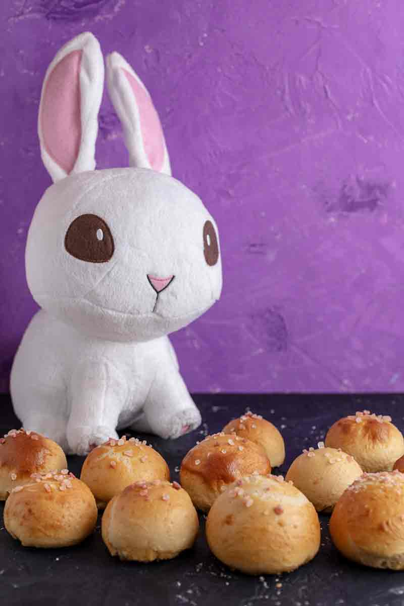 Vegan Stuffed Bunny Tail Pretzel Bites