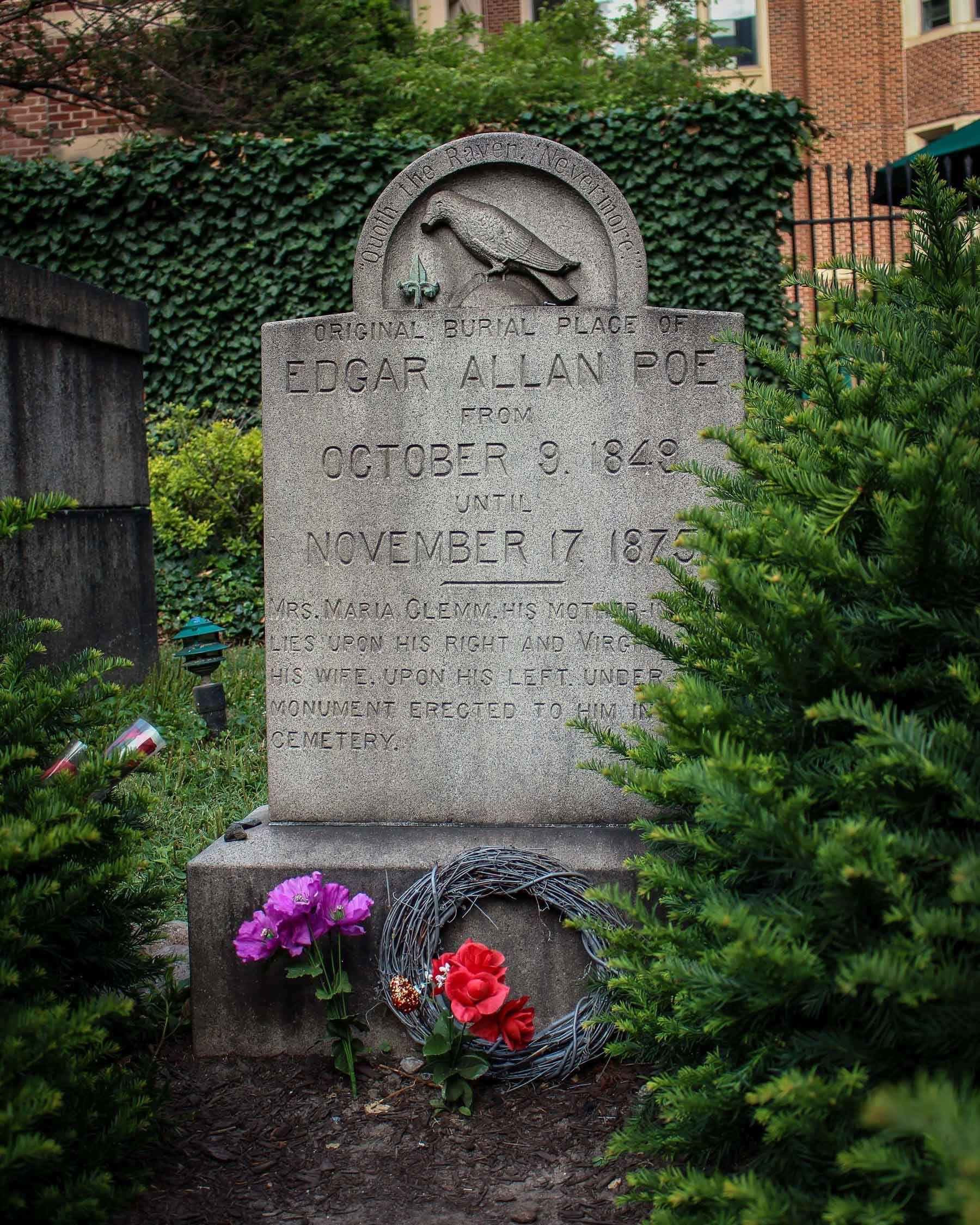 Кенотаф натом месте, где могила Побыла изначально, дотого, как останки писателя перенесли нановое место / novocom.top
