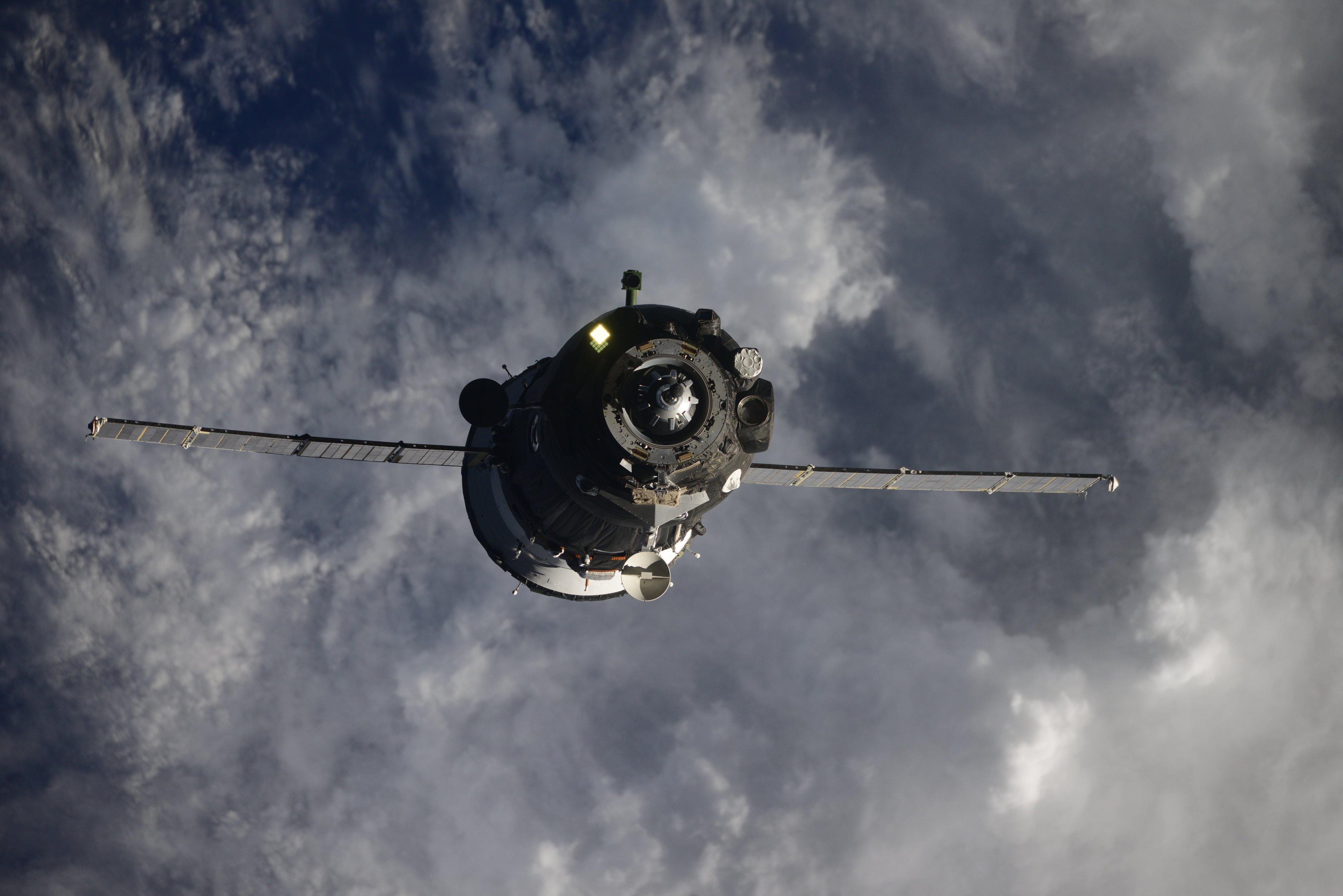 Imaginea 1: Capsula Soyuz MS-17 apropiindu-se de Stația Spațială Internațională pentru andocarea la portul Rassvet. Sursă foto: Ivan Vagner