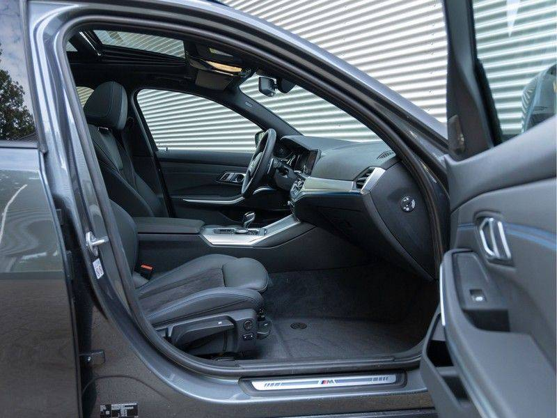 BMW 3 Serie Touring 330e xDrive M-Sport - Panorama - Active Cruise - Harman Kardon - Camera afbeelding 15