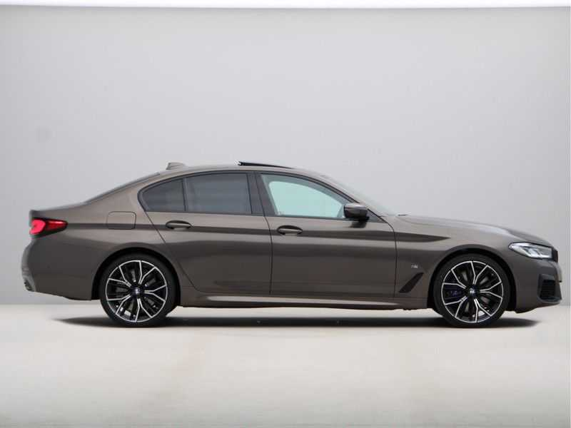 BMW 5 Serie 540i High Exe M-Sport afbeelding 8