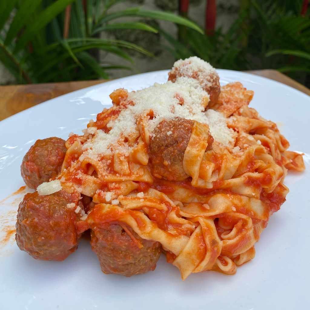 specials: tagliatelle meatballs