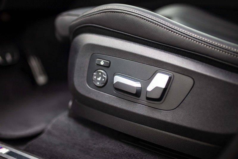 BMW X5 xDrive30d High Executive *M Pakket / Laser / Pano / HUD / Keyless / Trekhaak* afbeelding 24
