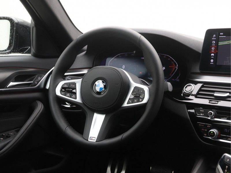 BMW 5 Serie Sedan 520i High Executive M-Sport Automaat afbeelding 2