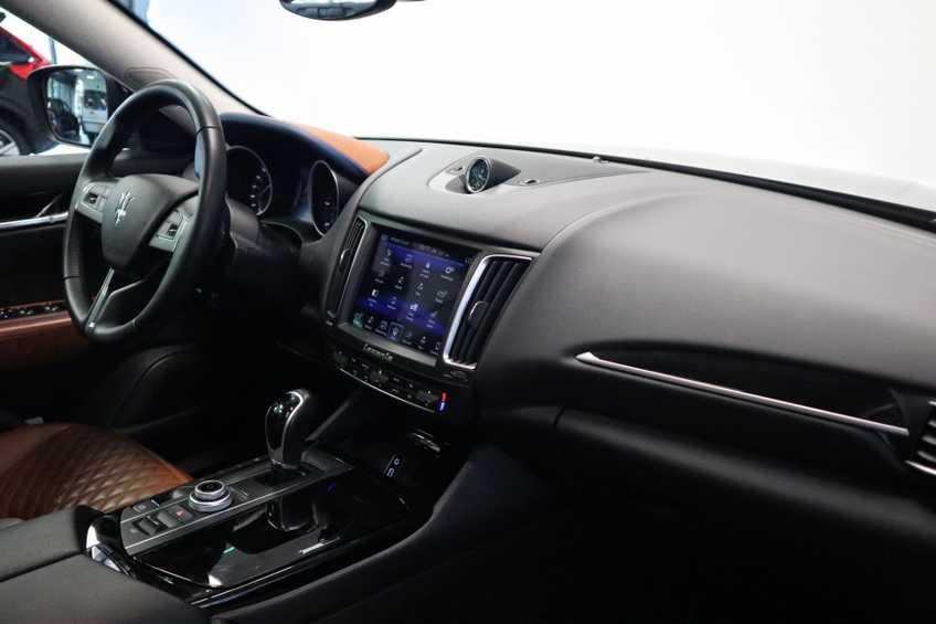 """Maserati Levante 3.0 V6 D AWD STARTECH UNIEK! Panoramadak Diamond Leder Xenon 21""""LM 275 PK! *tot 24 maanden garantie (*vraag naar de voorwaarden) afbeelding 20"""