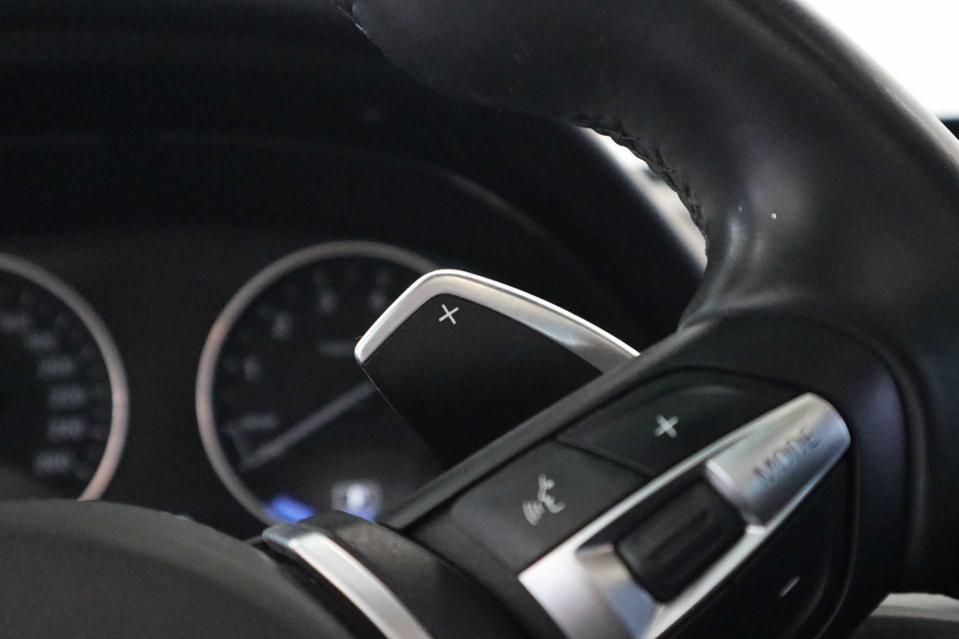 """BMW 3 Serie 330e M Sport Full Led Navigatie Clima Cruise 18""""LM afbeelding 9"""