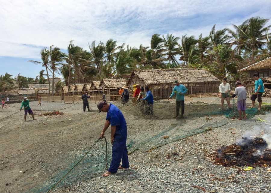 We helped fishermen in Kalibo fix their net