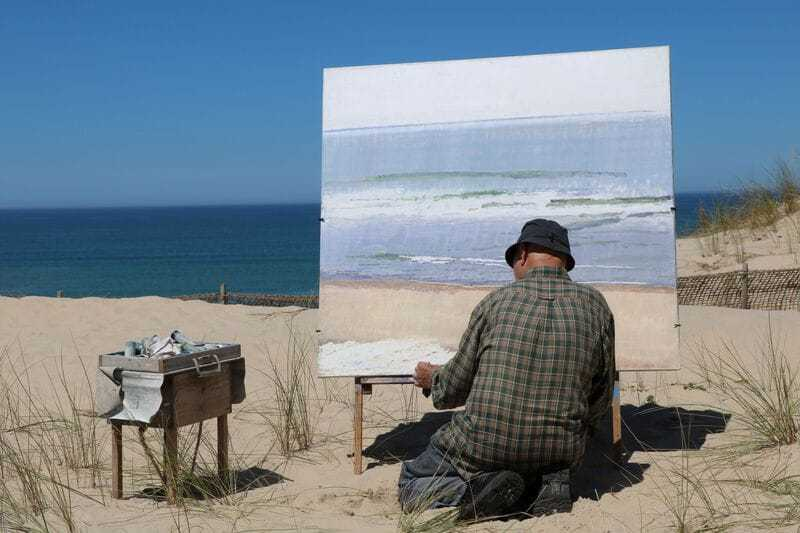 En plein air painter on the Côte d'Argent in Hourtin, France (© Anthony Baratier, CC BY-SA 4.0)
