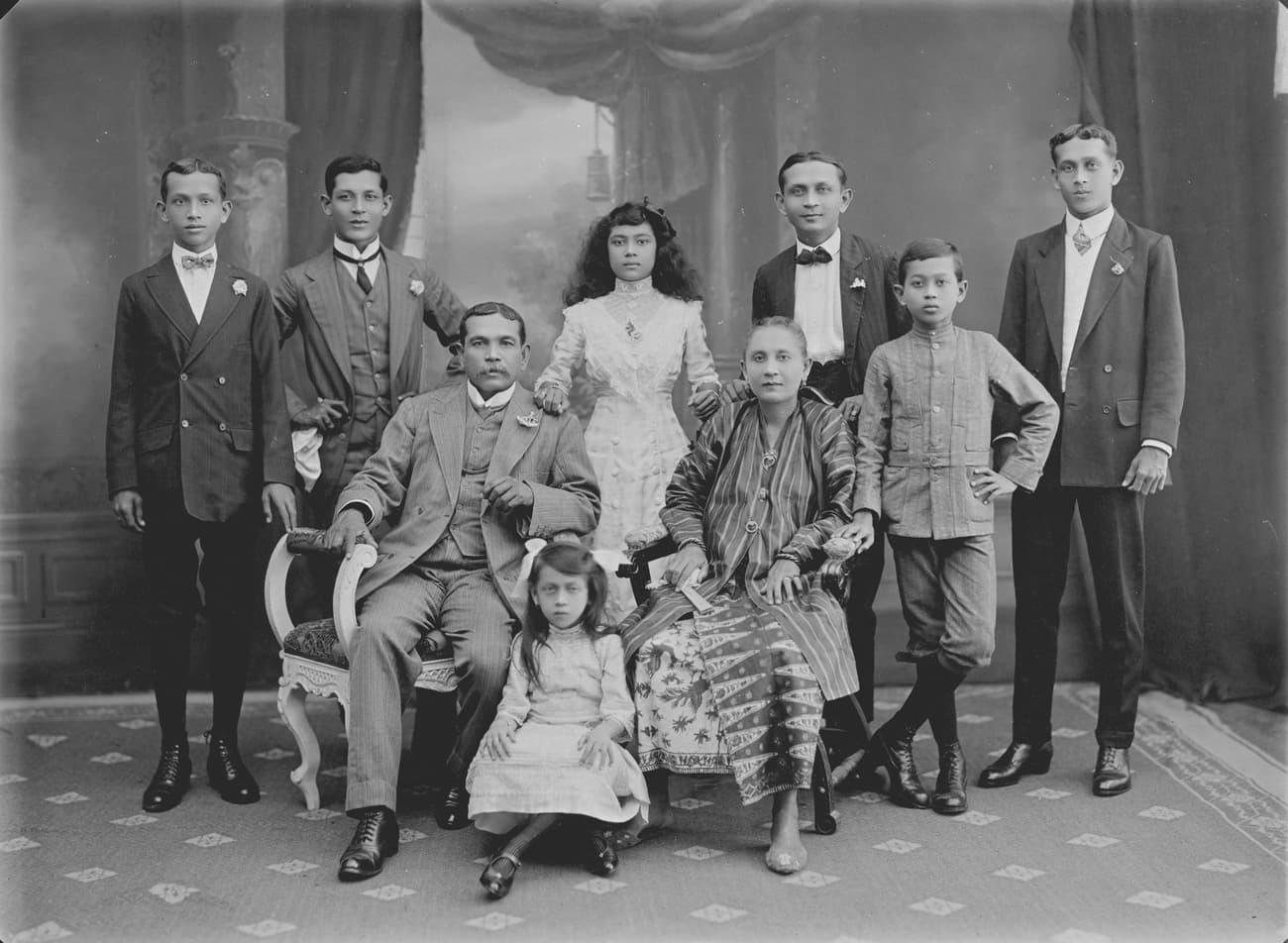Eurasian family, 1910s