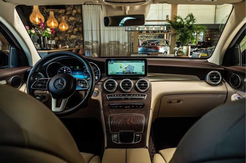 Mercedes-Benz GLC Coupé 300 4MATIC AMG | Night pakket | Distronic | Memory |Sound systeem | Sfeerverlichting | Luxury interieur | Apple Carplay | afbeelding 17