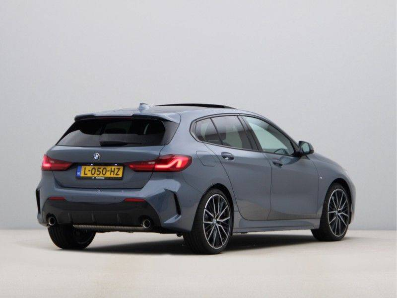 BMW 1 Serie 120i High Exe M-Sport Aut. afbeelding 9