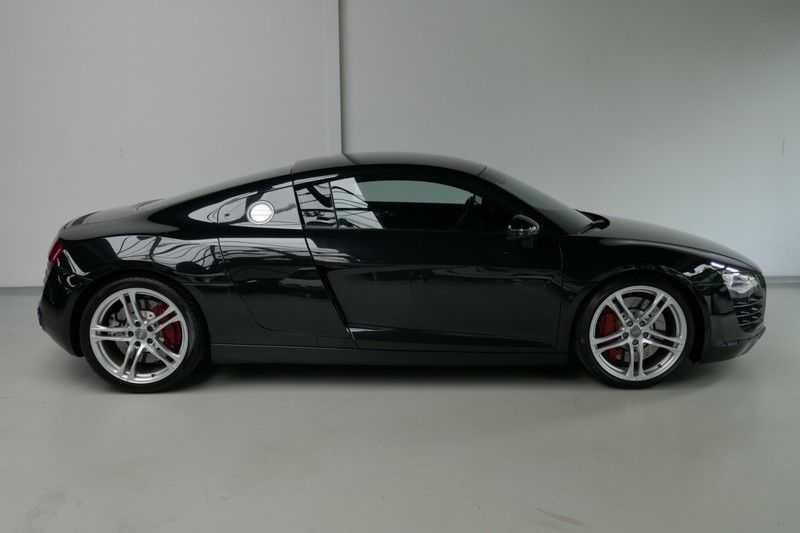 Audi R8 4.2 V8 FSI Quattro Black Edition afbeelding 17