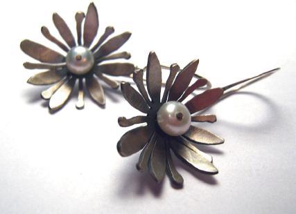 2647-waterlilly-earrings.jpg