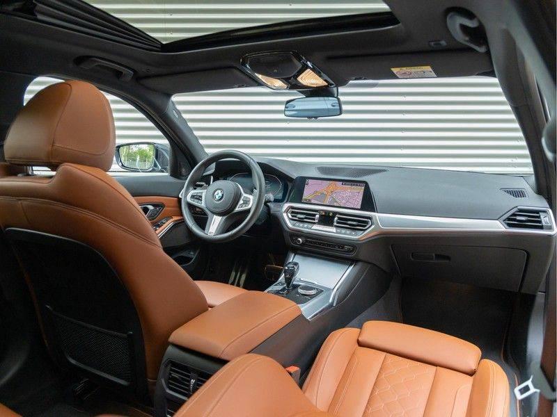 BMW 3 Serie Touring 330i M-Sport - Individual - Memoryzetels - Trekhaak - Panorama afbeelding 3