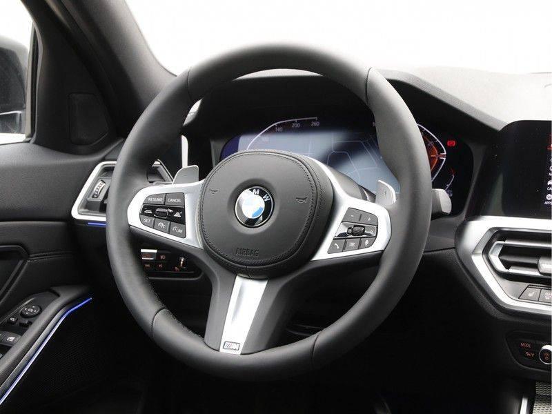 BMW 3 Serie 320i High Executive Model M Sport afbeelding 2