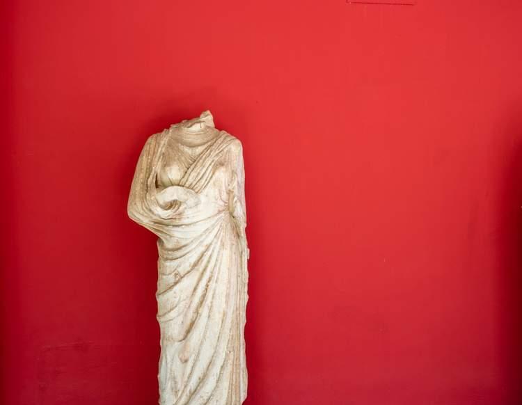 A headless statue representing a headless CMS