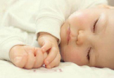 membiasakan bayi tidur nyenyak