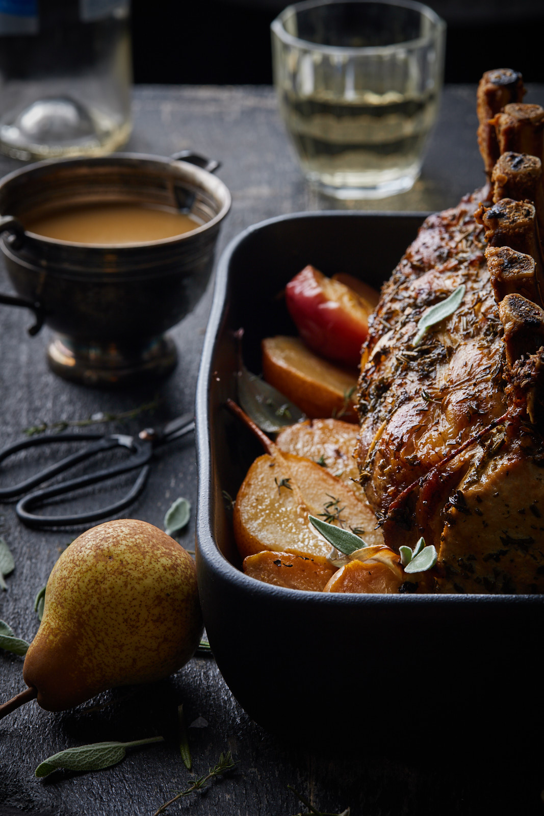 Pork roast with apples and pears