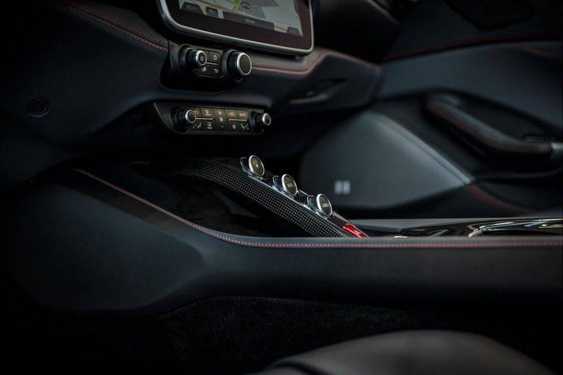 Ferrari Portofino 3.9 V8 HELE   TwoTone Exclusive   Carbon   Passengerdisplay   Memory   Sportstoelen afbeelding 16