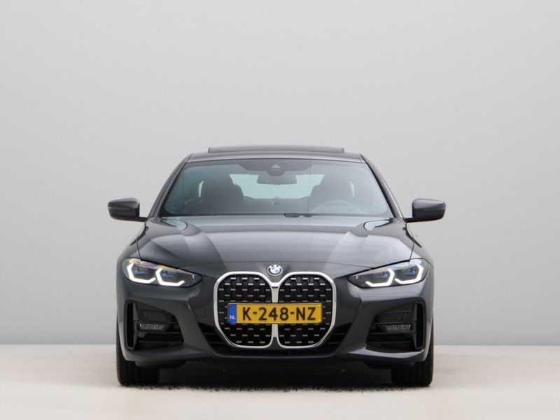 BMW 4 Serie Coupé 420i High Exe M-Sport Aut. afbeelding 8