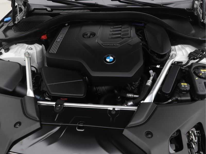 BMW 5 Serie Touring 530i Launch Edition M-Sport Automaat afbeelding 5
