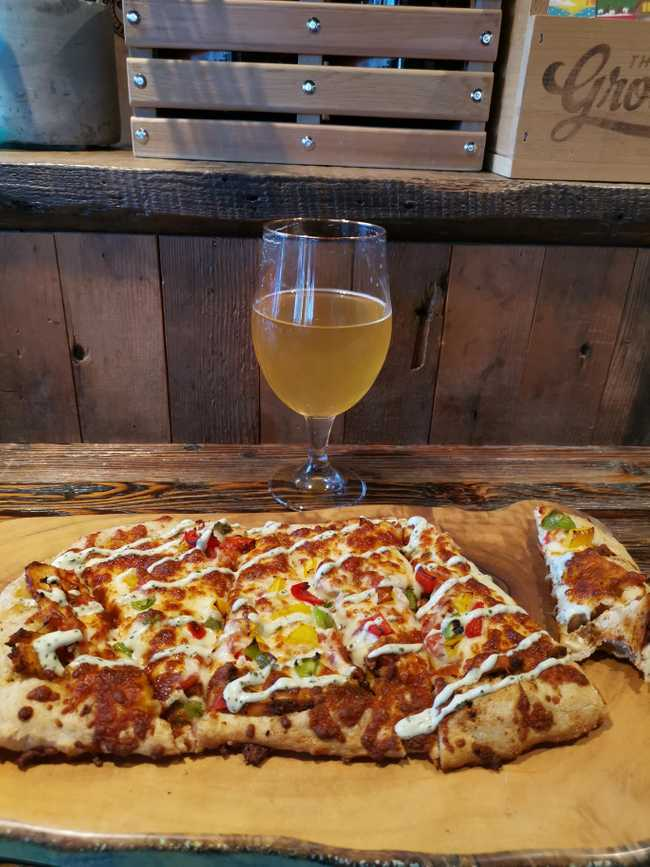 Pizza a Twin City Brewing