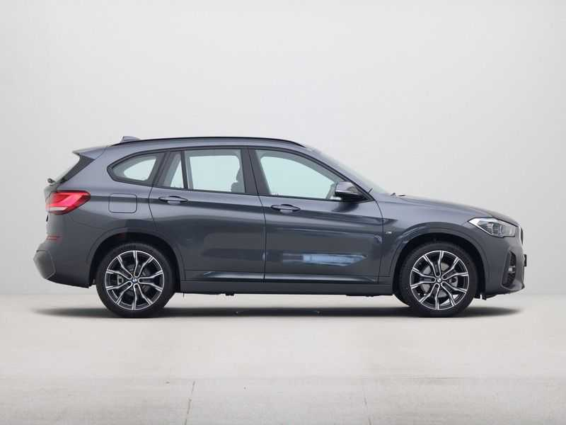 BMW X1 sDrive18i Executive Edition M-Sport Automaat afbeelding 9