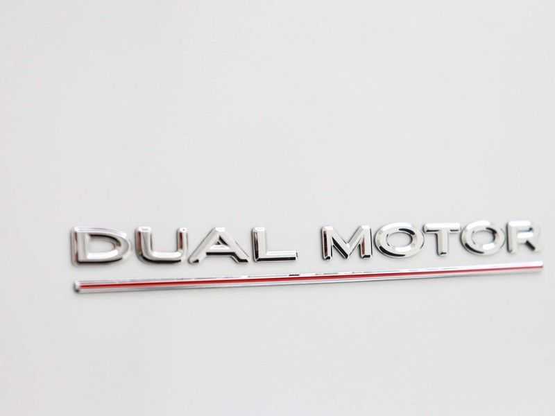 Tesla Model 3 Long Range All-Wheel Drive Performance Prijs is Incl. BTW   20'' grijze Performance-velgen   Performance upgrade   Performance remmen   Autopilot   afbeelding 9